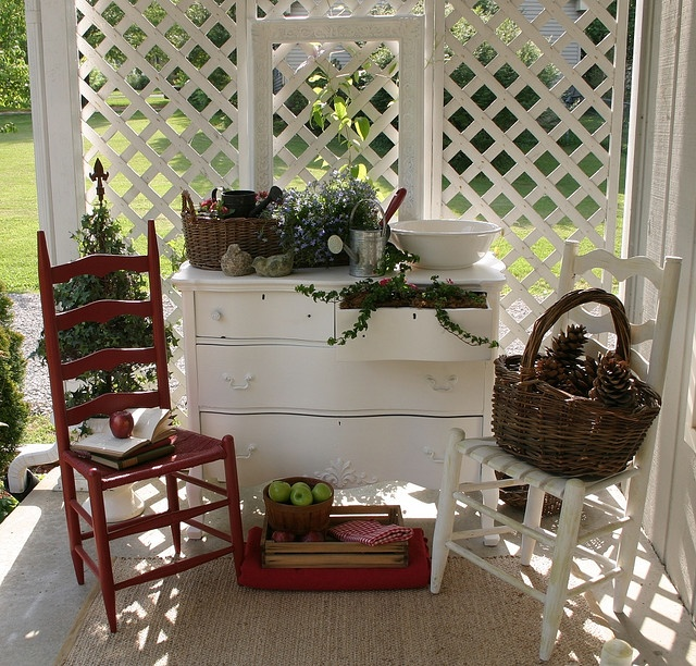 Cottage porch decor front porch sittin 39 pinterest Cottage porch decorating ideas