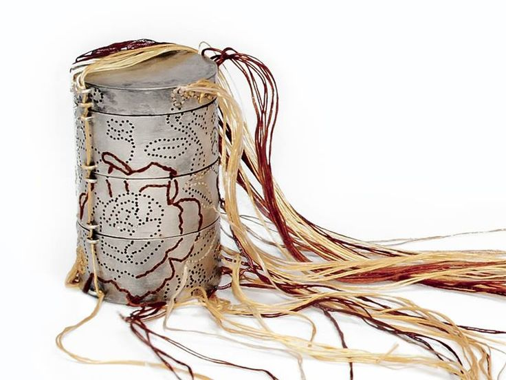 """Andrea Coderch Valor - caja de lagrimas - pendant - """"Querida Yun"""" 2012 - shibuichi, silk - DETAIL"""