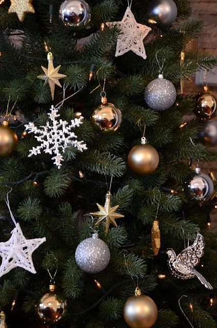 Silver and gold christmas tree decoration ideas for White silver and gold christmas tree