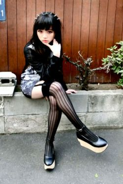 Super cute Goth girl