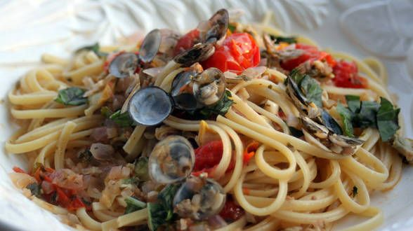Tomato Red Clam Sauce with Linguine Cooked my first time ever clams ...