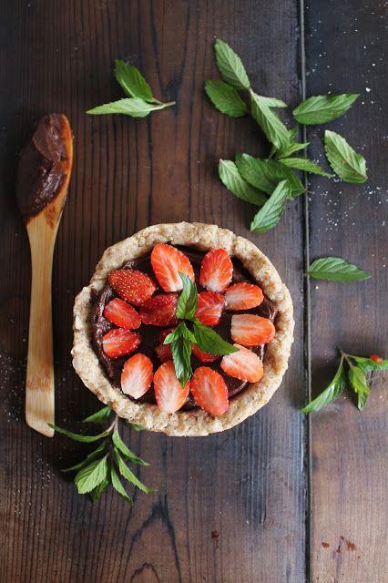 raw strawberry & chocolate buttercream tart