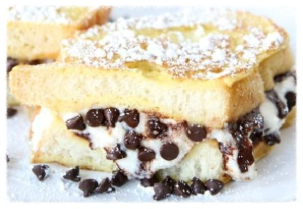 cookiescrumbsandchickens: Cannoli Stuffed French Toast