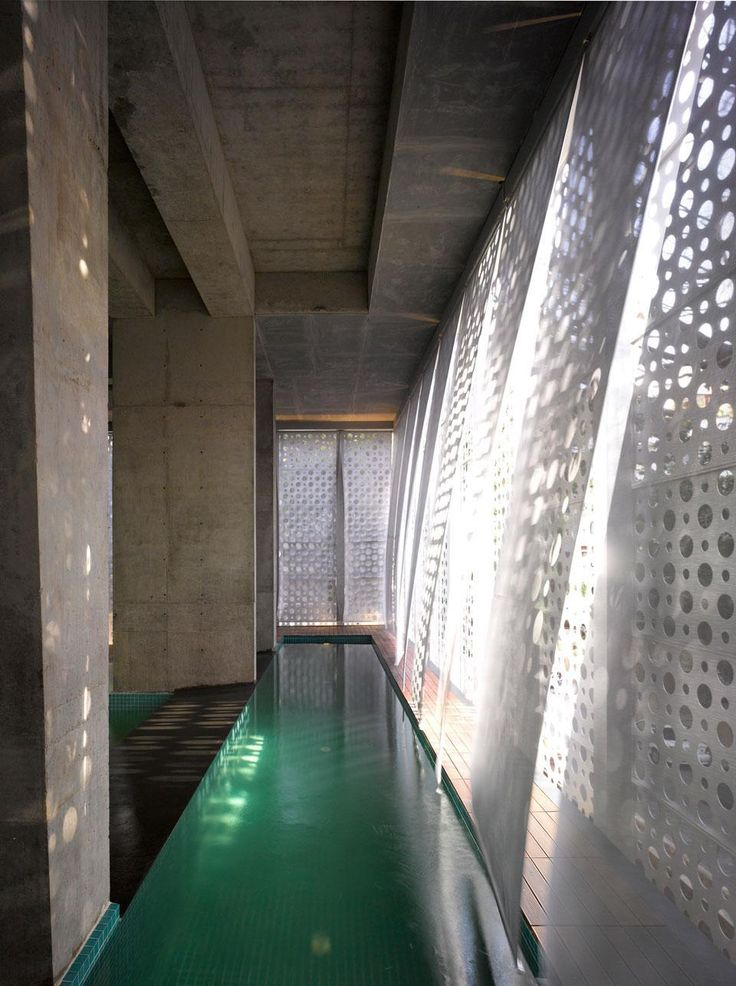 The metal screen allows the light to penetrate inside while assuring privacy in the swimming pool