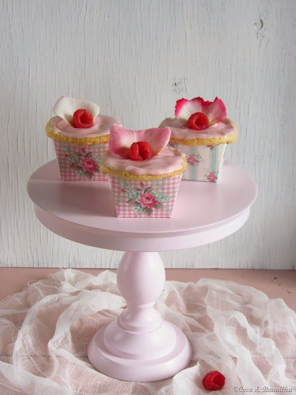 Coconut and Vanilla: Cupcakes of rosewater and raspberry ... and a new ...