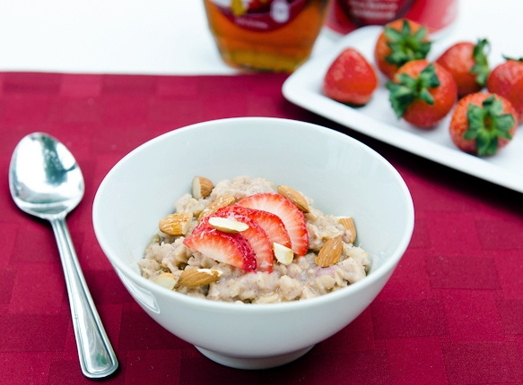 Strawberry Oatmeal Delight | Plant-Based Recipes | Pinterest