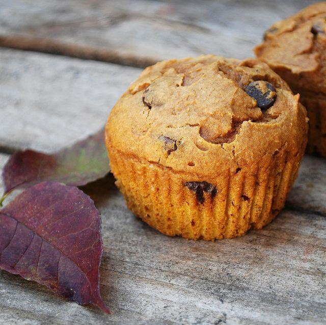 pumpkin spice muffins - 4 ingredients: spice cake mix, pumpkin puree ...