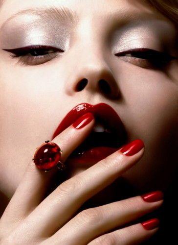 Crveni ruž za usne  F1ba927da48b2654019db7d647163908