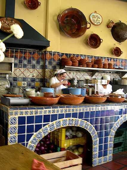 Arch front storage in colonial mexican kitchens for Mexican kitchen designs photos