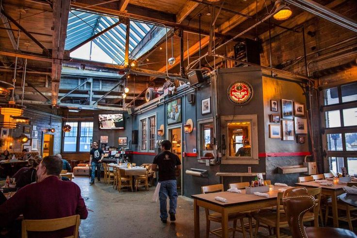 Vinsetta garage berkley mi metro detroit restaurants for Top garage franchise