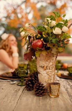 Natural and rustic centerpiece idea. Take advantage of the textures and natural beauty of the season.