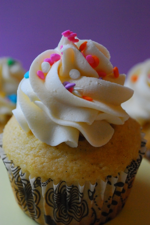 Vanilla Bean Cupcakes   Artistic Stuffs   Pinterest