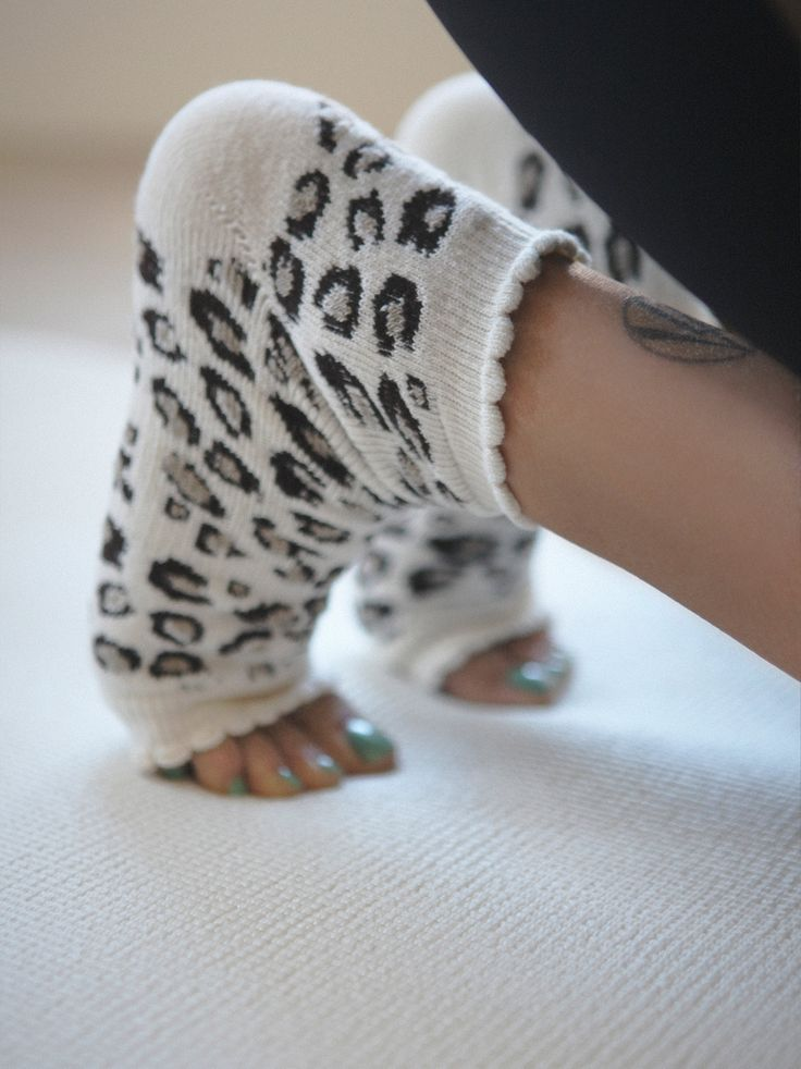 Foot Huggies Yoga Sock: pinterest.com/pin/80572280807994859