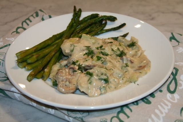 Chicken with Leeks & Mushrooms in White Wine Sauce