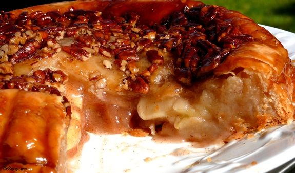 "Upside Down Apple Pie: If you consider yourself ""pie crust challenged ..."