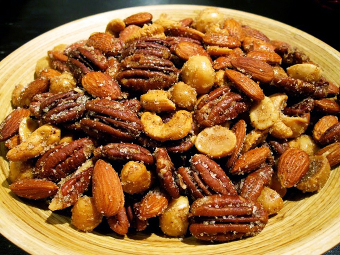 Spiced Nuts | theclothesmakethegirl | Snacks | Pinterest
