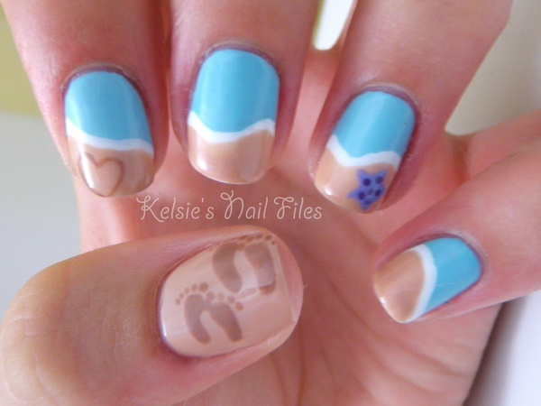 Beach nails - footprints in the sand