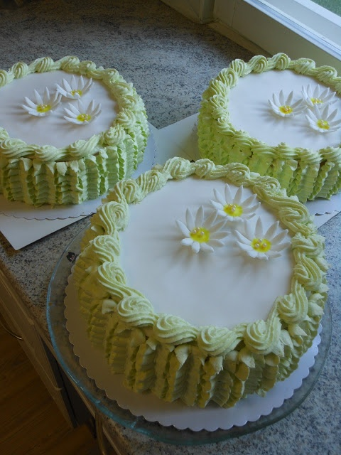 Cakes filled with lemon curd mousse | Cake | Pinterest