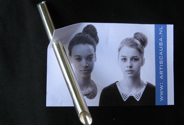 'Artis Causa' (Gabri Schumacher ) magnet brooch - JOYA 2012