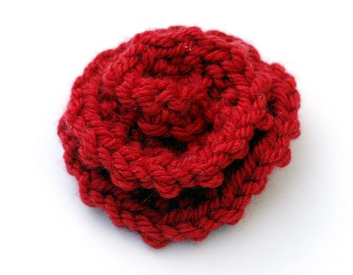 Knit flower seems easy enough Knitting Pinterest