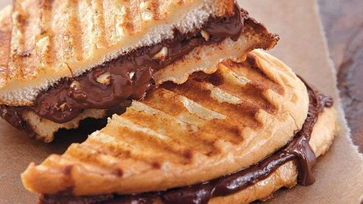 ... sandwiches filled with chocolate and hazelnuts – ready in 15 minutes