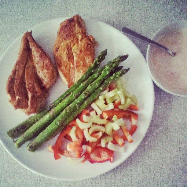 : So delish! Chicken fried in coconutmilk and sambal oelek. Asparagus ...