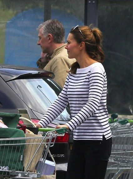 Post Pregnancy Kate Middleton Duchess of Cambridge August 28 2013 Grocery Shopping Prince George-01