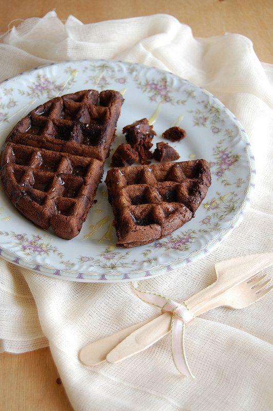 Dark chocolate waffles / Waffles de chocolate - technicolor kitchen