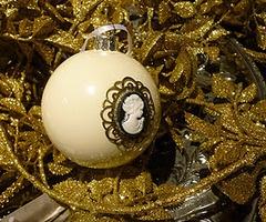 cameo christmas ornament