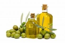 003 - Originalmente designaba al aceite de oliva, pero la palabra se ha generalizado para denominar a aceites vegetales, animales o minerales.