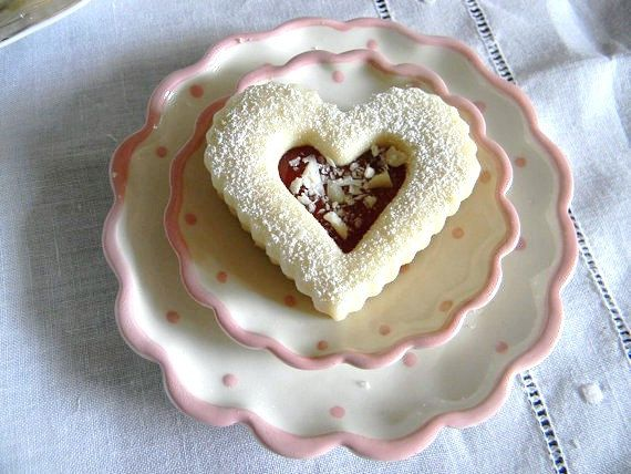 Raspberry White Chocolate Linzer Shortbread Hearts Cookie Giftbox Com ...