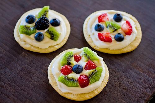 Mini Fruit Pizzas - The Nerd's Wife