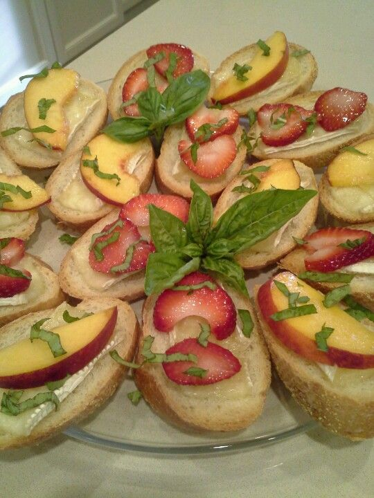Crostini With Brie Cheese, Strawberries, Honey & Basil Recipe ...