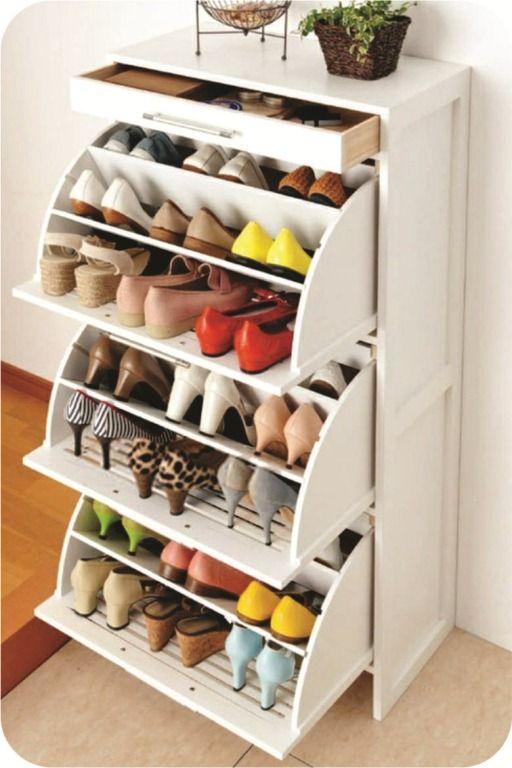 #10 Sapatos devem sempre ser guardados separadamente das roupas, seja em sapateiras ou caixas.