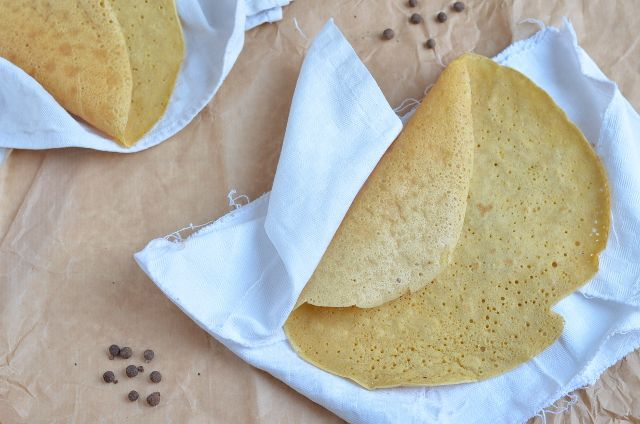 Socca (crêpe de harina de garbanzo) / Socca (chickpea flour crêpe)