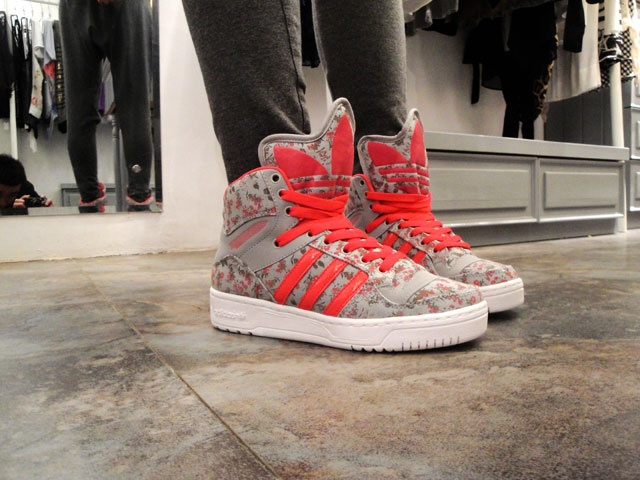 If I were a Sneakerhead, I'd be wearing these pretties by Jeremy Scott