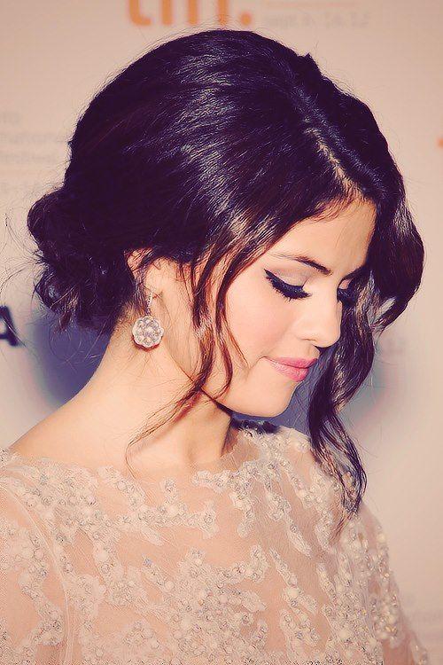 Selena Gomez's hair  makeup total girl crush! http://selenagomazhot.blogspot.com/2014/03/selena-gomaz-hot.html