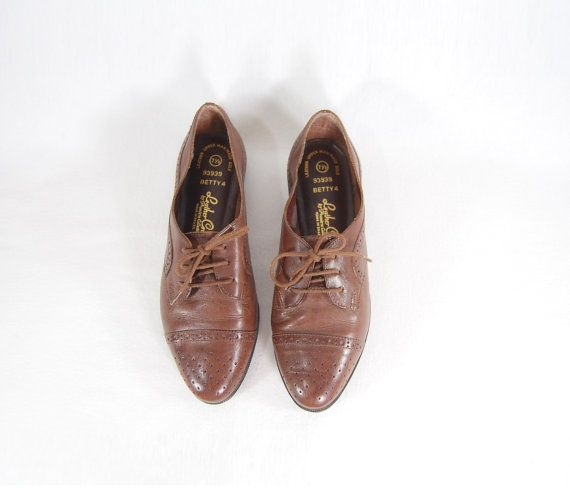 Size 7.5 Brown Lace Up Oxford Shoes // Brown by IntertwinedVintage