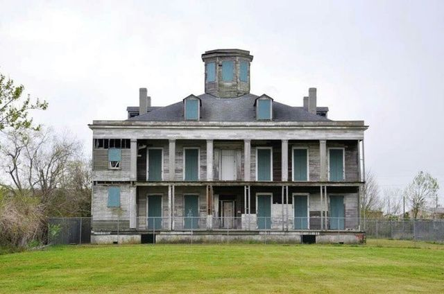Moronic Ghost Hunters Burn Historic Louisiana Plantation