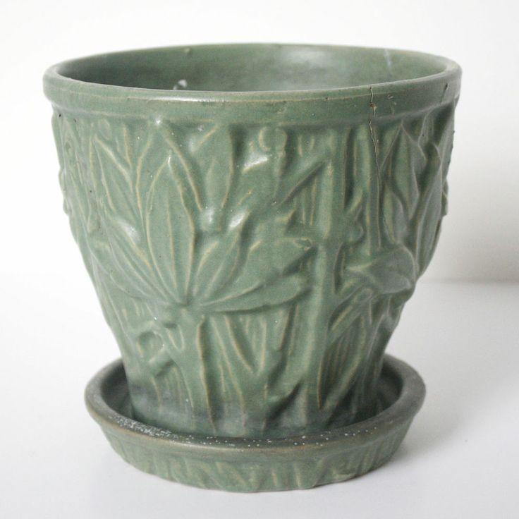 vintage 1930s mccoy sage green jardiniere planter matte glaze leaves. Black Bedroom Furniture Sets. Home Design Ideas