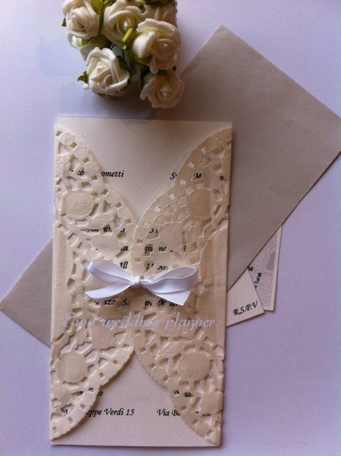 Romantic wedding invitation. www.ewaweddingplanner.com