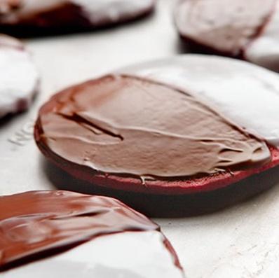 Red velvet black & white cookies | Dessert | Pinterest