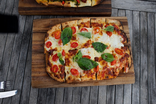 basil tomato basil pizza two ways the pioneer woman tomato basil pizza ...