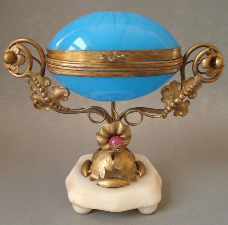 Античный французский Золоченая бронза Бронзовая Синий Opaline стекла Egg кольца коробки Наполеона III Период c.1870