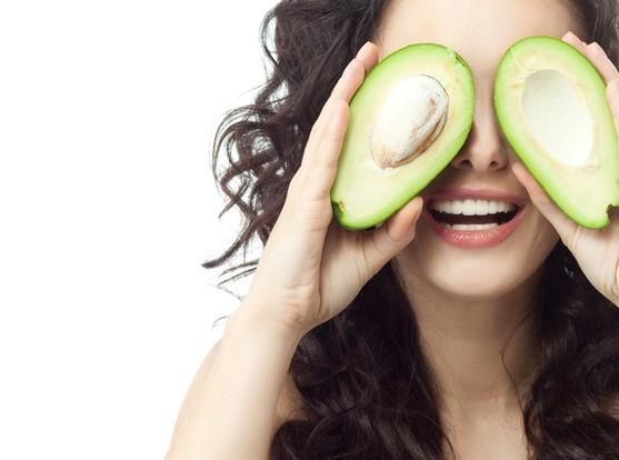 Beauty face mask with avocado for dry and sensitive skin.