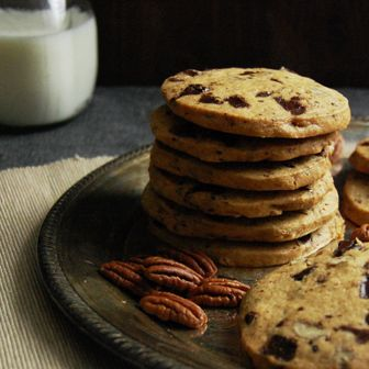 More like this: icebox cookies , chocolate chips and icebox .