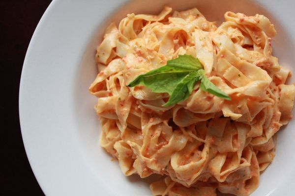 Roasted Red Pepper & Goat Cheese Alfredo | Recipes | Pinterest