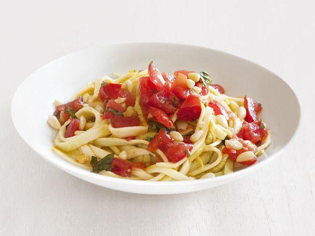 "Zucchini ""Fettuccine"" With Tomato Sauce #FNMag #myplate #veggies"