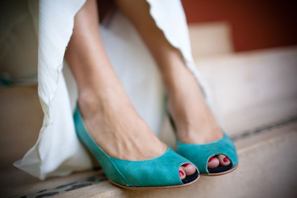 will have teal shoes and the bridesmaids red