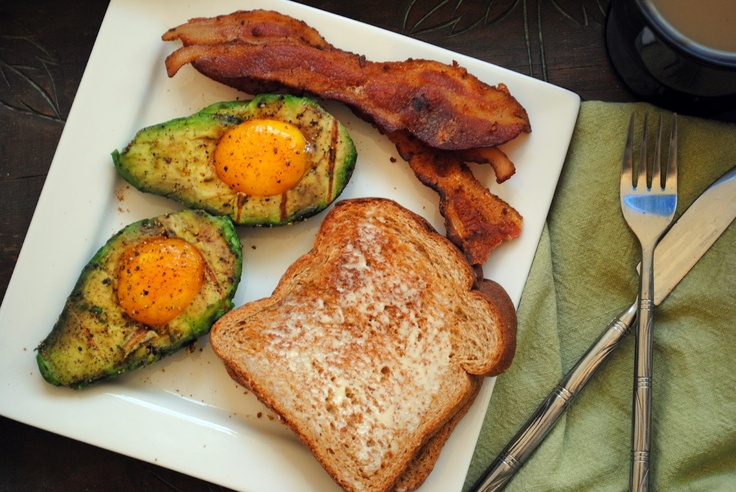"From Everyday to Gourmet: Grilled Avocado & ""Poached"" Eggs"